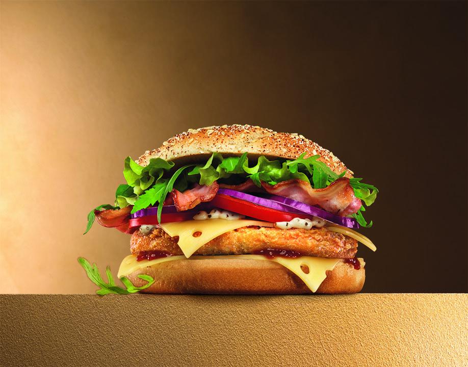 mise en forme du stylisme culinaire pour un méga burger pour Quick